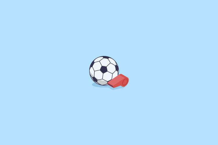 Bola-de-futebol-e-apito-de-arbitro