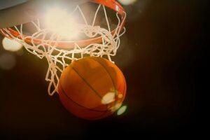 Pelota-de-baloncesto-ingresando-en-el-aro Bodog